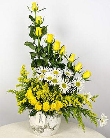 Aranjament trandafiri galbeni, Solidago și margarete