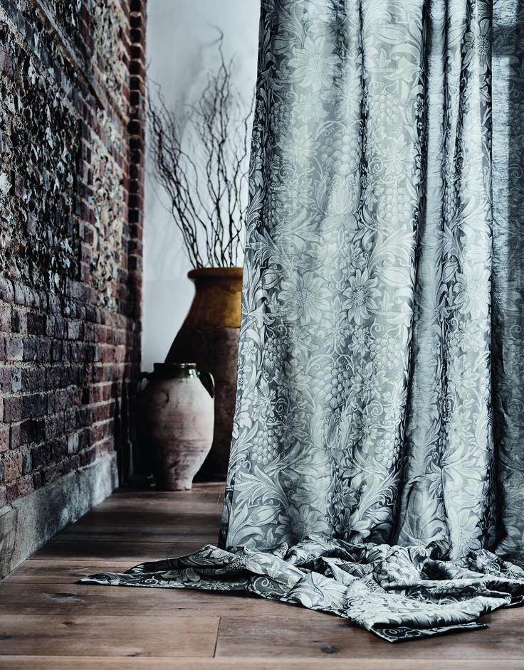 Коллекция Pure Fabrics, принт Pure Sunflower Жаккардовая ткань с фасонной льняной нитью с изображением узора Sunflower #morris #дизайнинтерьера #яркийинтерьер #дизайнидекор #design