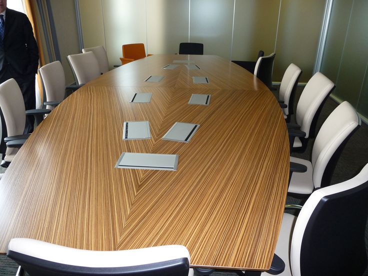 Cepu in Arezzo asked the Arcadia partnership for the construction of the new headquarters. Meeting table