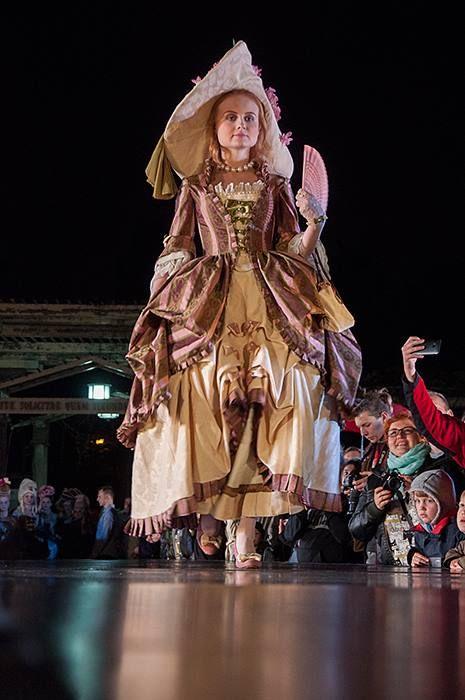 Noc Muzeów w Wilanowie 14 maja 2016 Wyższa Szkoła Artystyczna i kostiumy rokoko (współczesne i historyczne), wykonane przez studentki WSA.art.pl Modelki - Debiutantki programu edukacyjno-charytatywnego.  Kostium Olivia Nowicka, modelka Debiutantka Aleksandra Widulińska  Fot. Malwina de Brade #nocmuzeów #pokaz #kostium #wilanow #warszawa