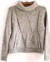 Женский свитер с воротником вязаный спицами практически без швов