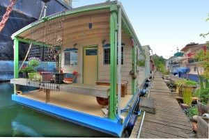houseboat in Seattle. The next best thing to a tiny house on wheels would be a houseboat!