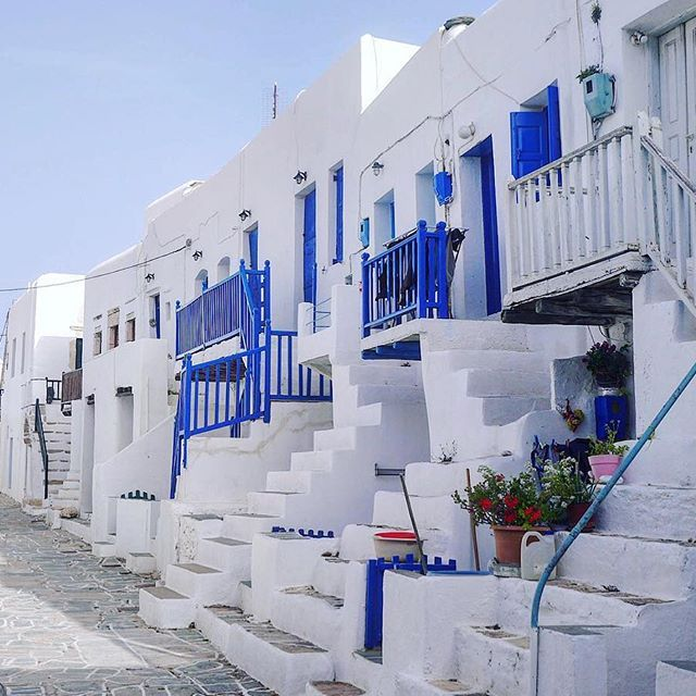 I think this is the most picturesque and photographed street of Chora Folegandros. #folegandros #folegandrosisland #folegandrosapartments #travel_greece #greecelover_gr #cyclades_islands #arttravelgr #roundphot0 #greecetravelgr1_ #cyclades_islands