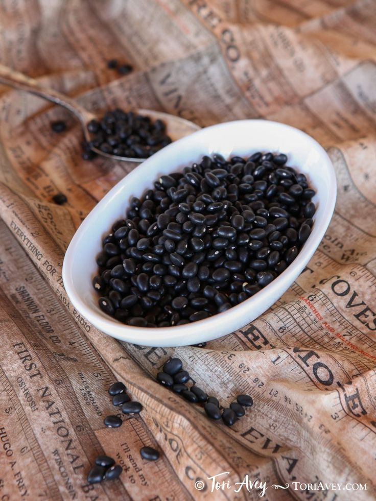 How to Soak, Cook and Freeze Dried Black Beans - Learn how to cook dried black beans to prepare them for use in recipes. Includes storage and freezing techniques. via @toriavey
