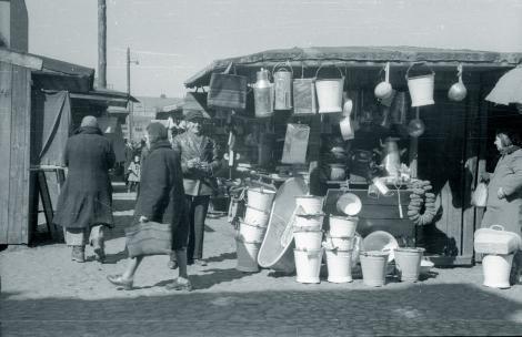 Bazar Różyckiego na warszawskiej Pradze Północ. Kwiecień 1947 r.