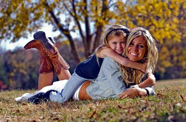 Mommy & Me photoshoot ideas. Family picture ideas. Poses for Photography