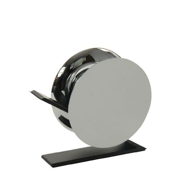 Selbst Alltagsgegenständewie ein Klebebandabroller könnenvon aussergewöhnlicher Schönheit sein. Die reduzierte, skulpturale Form ist eine Abstraktion eines klassischen Abrollers. Bestehend aus zwei konkaven Kreisen und einem freitragenden Arm, ist dieser stabil genug, um auch mit einer Hand bedient zu werden. Masse:H: 10.5cm I B: 11.5cm I T: 3.75cm Material:beschichteter Stahl, Zink Legierung Farbe:Silber SKU: BOB_0440001
