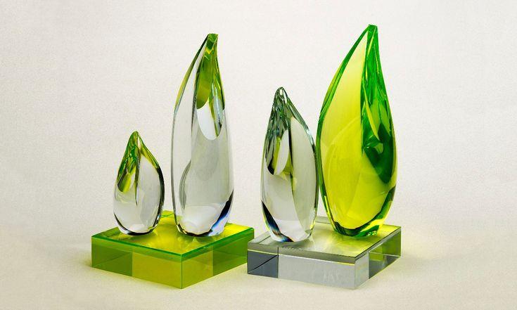 Zdeněk Kunc vystavuje objekty vyrobené zhorkého skla přímo nahuti