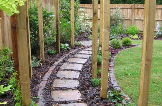 Enchanting Small Garden Landscape Ideas With Stepping Walk: Stepping Stones And Bark Mulch