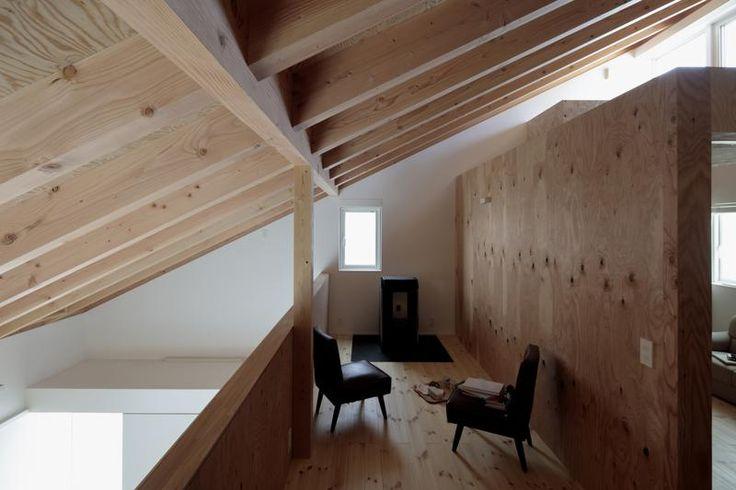O casă de 96 mp cu exterior pitoresc şi interior modern, care găzduieşte şi biroul proprietarilor - Sporul casei - Soluţii şi idei pentru casă şi grădină