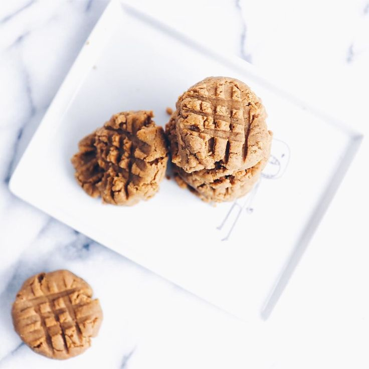 """So not basic Peanut Butter Protein cookies.. 3 ingredients lots of deliciousness and packs a protein punch.  __ What you'll need... 1 c @justins peanut butter  1/4 c vanilla protein powder (I used @PerfectFit Protein) 2 eggs 1/4 teaspoon vanilla powder  What you'll need to know... Preheat oven to 350F. In a bowl mix together all ingredients and roll dough into 1"""" balls and fatten balls with fork to form cookie shape. Bake for 10 minutes. __ : Que guay! Peanut mantequilla de proteínas .. 3…"""