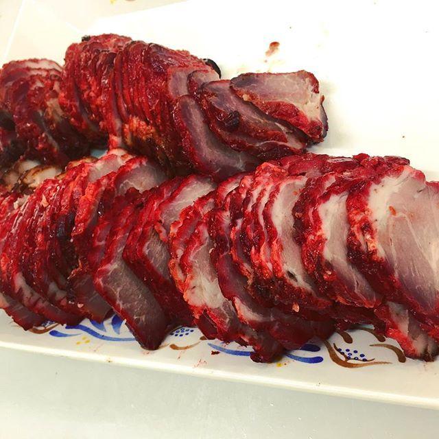 おはよぉございます。  今日の天候は予報では晴れ! 気温も28度と暑さがぶり返してきた感じですが今日も日替わりのサービス品の方をご用意して皆様のお越しをお待ちしています。  #肉の兼平 #肉屋 #肉 #焼き豚 #焼き豚丼 #焼き豚チャーハン #チャーシュー #チャーシュー丼 #チャーシューうまい