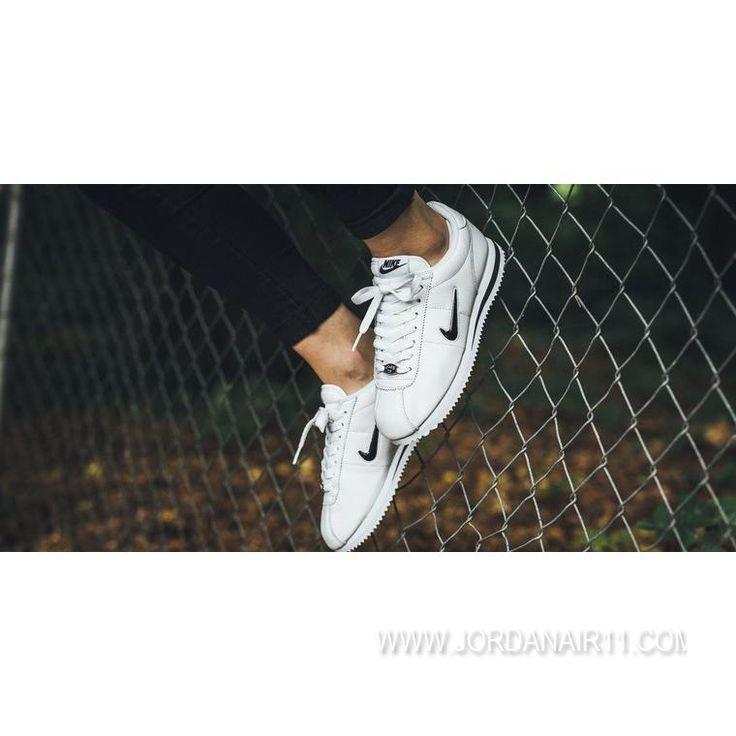大特価! ナイキ コルテッツ ベーシック ジュエル QS TZ NIKE CORTEZ BASIC JEWEL QS 938343-101 White/Black WMNS/MENS ホワイト×ブラック レディース/メンズ ランニングシューズ