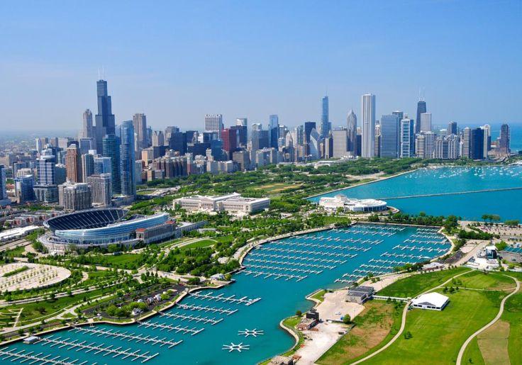 Chicago i USA er kunst, historie og dejlig musik. Her er både skyskrabere, grønne områder og Lake Michigan. Willis Tower er byens højeste bygning, og her har du skøn udsigt ud over det hele.