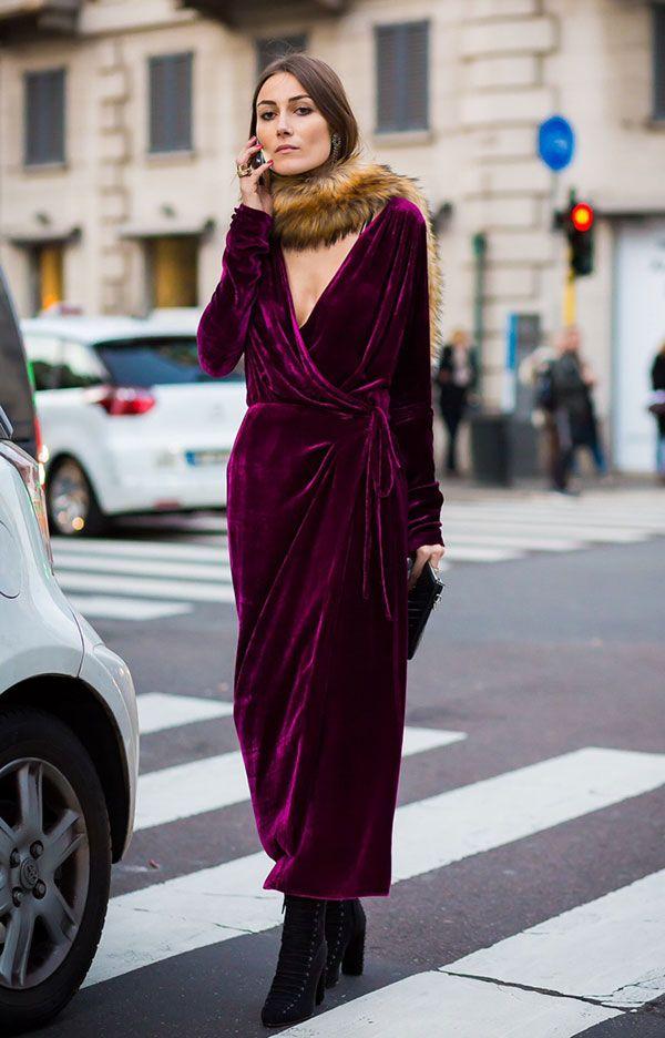 Giorgia Tordini veste look com vestido longo de veludo roxo e gola de pelos