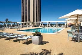 Ala Moana Hotel: Budget hotel with a view and shopping.
