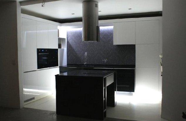 Wyspa w kuchni, blaty robocze, stoły - galeria propozycji