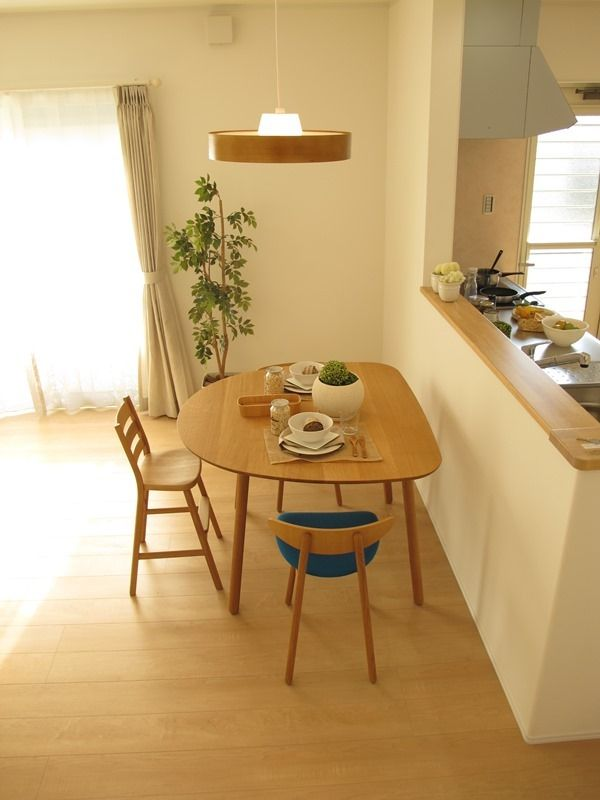 半楕円形のダイニングテーブルがとてもおしゃれです!