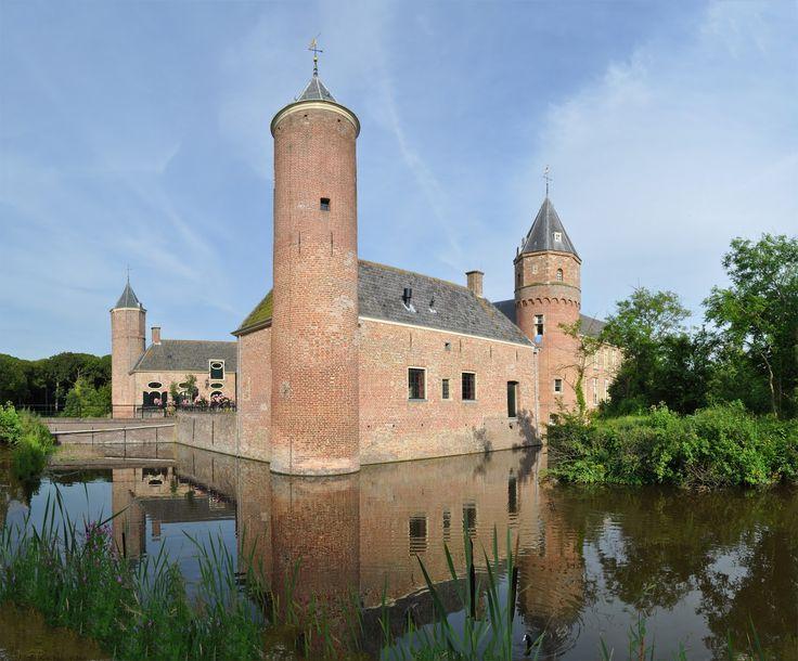 Westhove Castle, Oostkapelle, The Netherlands.   Kasteel Westhove is met zijn torens, slotgracht, koetshuizen, tuin en terrassen een echte bezienswaardigheid.       ...