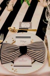 Déco de table de mariage serviette pliée en noeud, motif rayure noire et blanche