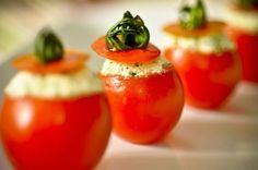 Receita Dedo de Moça: Canapés de tomatinho cereja e ricota temperada