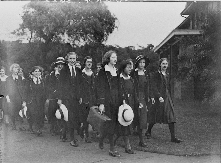 Pupils of Sydney Girls High School. 1930s ? Find more detailed information about this photograph: http://acmssearch.sl.nsw.gov.au/search/itemDetailPaged.cgi?itemID=51845  Digital order no.hood_03622 From the collection of the State Library of New South Wales: http://www.sl.nsw.gov.au