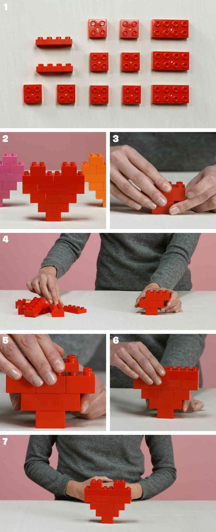 Construire un joli coeur avec des briques Lego Duplo et l'offrir à son amoureux...