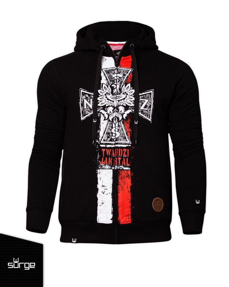 Bluza patriotyczna z kapturem Krzyż NSZ flaga. Pomóż nam promować ideę nowoczesnego patriotyzmu! Surge Polonia