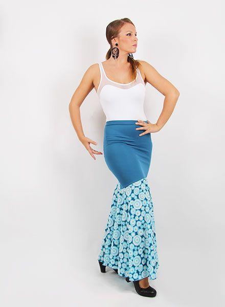 FaldaS de flamenca confeccionada en punto y crespón de gran calidad. Esta falda de baile flamenco en canesu va entallada en la cadera y lleva un estampado en lunares.  http://www.elrocio.es/faldas-flamencas-senora-y-nina/1214-falda-rociera-mod-ef036-sra.html