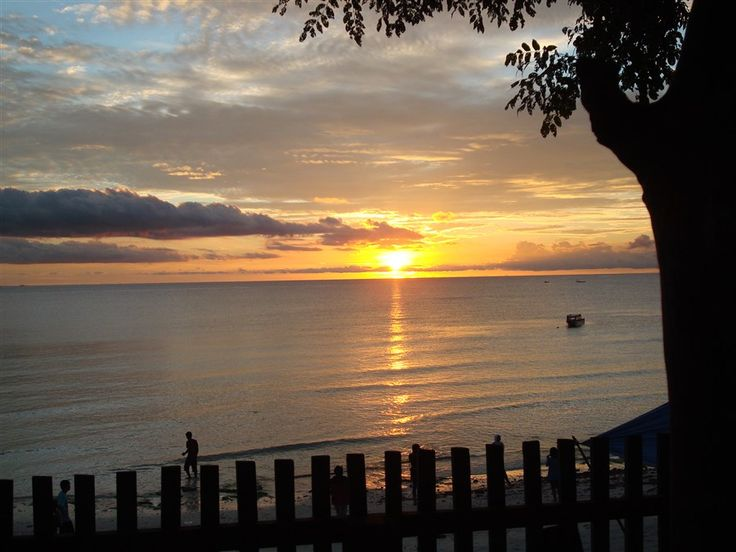 Zonsondergang bij Bira op Sulawesi.