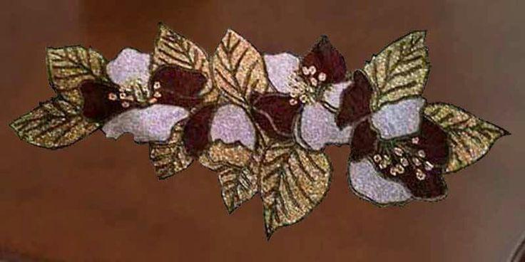 Κλαδί μηλιάς.Μια  ασυνήθιστη σύνθεση με σταυροβελονιά. Σχεδιασμένο σε καμβά Νο 8,κόβεται στην άκρη των φύλλων και στρώνεται στο τραπέζι σαν κόσμημα.Τιμή τυπωμένου καμβά 16,50 ευρώ.