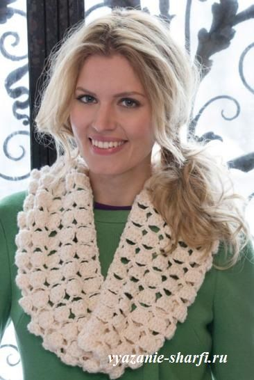 белый вязаный шарф хомут крючком