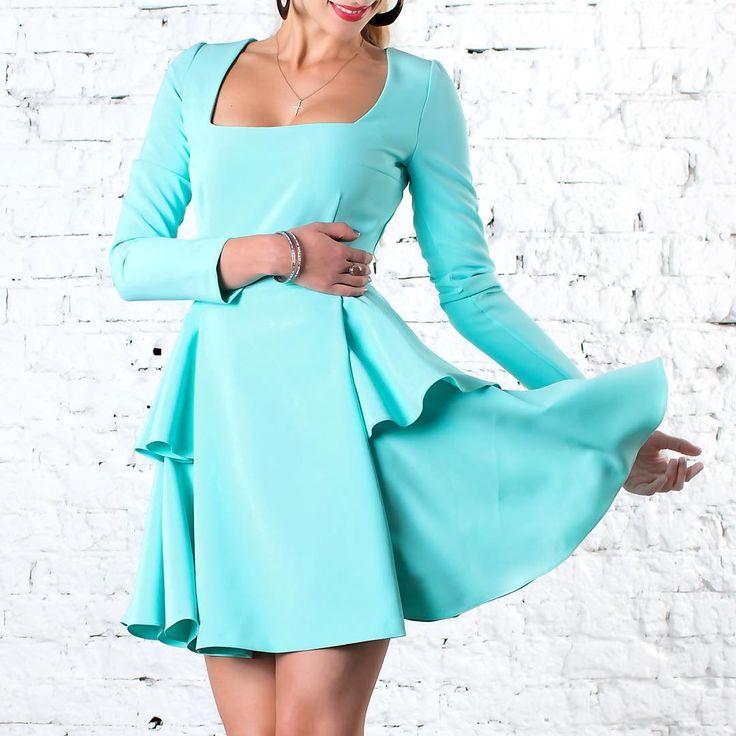 70 отметок «Нравится», 2 комментариев — ДИЗАЙНЕРСКАЯ ОДЕЖДА (@teodress) в Instagram: «Очень милое платье бирюзового цвета 🦋 декольте вскружит голову любому мужчине 😍…»
