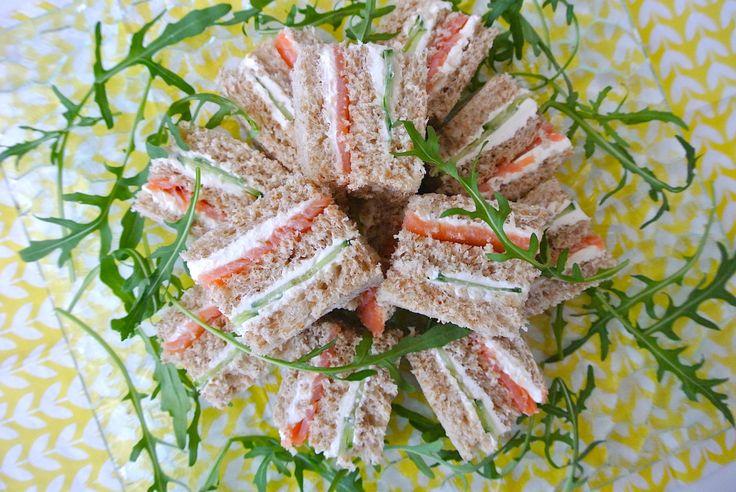陽射しがだんだんと暖かくなって、もうすぐピクニックに最適のシーズンがやってきます。今回は、お出かけに持っていきたい絶品サンドイッチをご紹介しますよー!  サンド …
