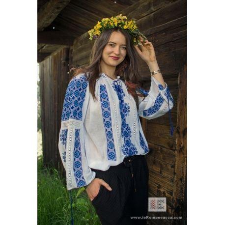manually embroidered Romanian blouse worldwide shipping #vyshyvanka #romanianblouse #ia #ieromaneasca #bohostyle #bohemian #fashion #embroidery #handmade