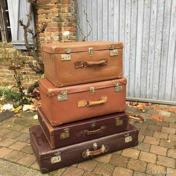 Un ensemble de 4 grandes valises vintage. Location vintage.