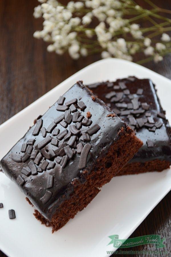 Negresa sau mai nou cum ii zice brownies este una din prajiturile copilariei mele. E drept ca o faceam doar la zile de sarbatoare fiindca untul era o raritate pe vremea aceia. De fiecare data se manca pana la ultima bucatica. Pentru zilele de post pregateam aceasta negresa de post care era delicioasa!! Ingrediente 7