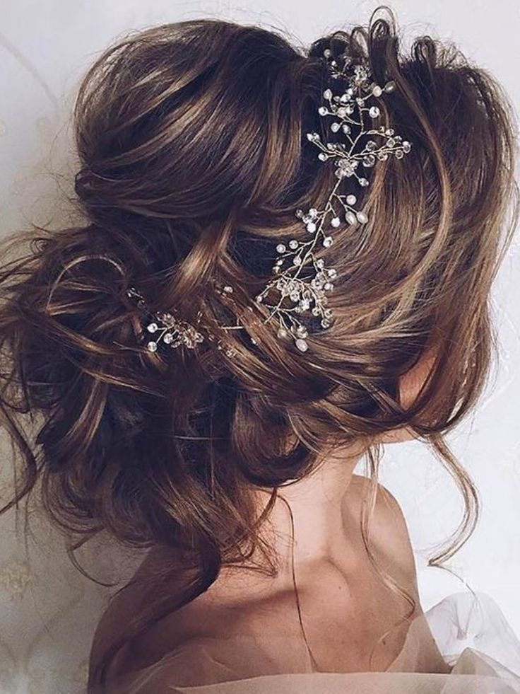 "Beautiful hair ! For marriage or a special festive occasion. Source: ""Libelle"""