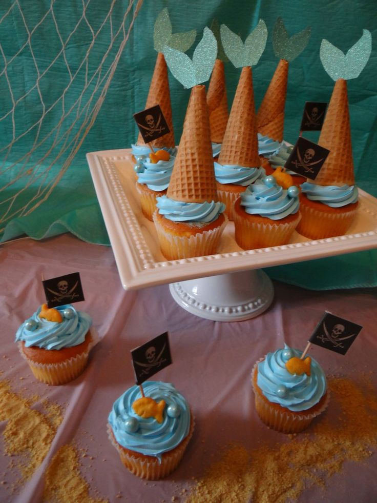 Mermaid and pirates cupcakes