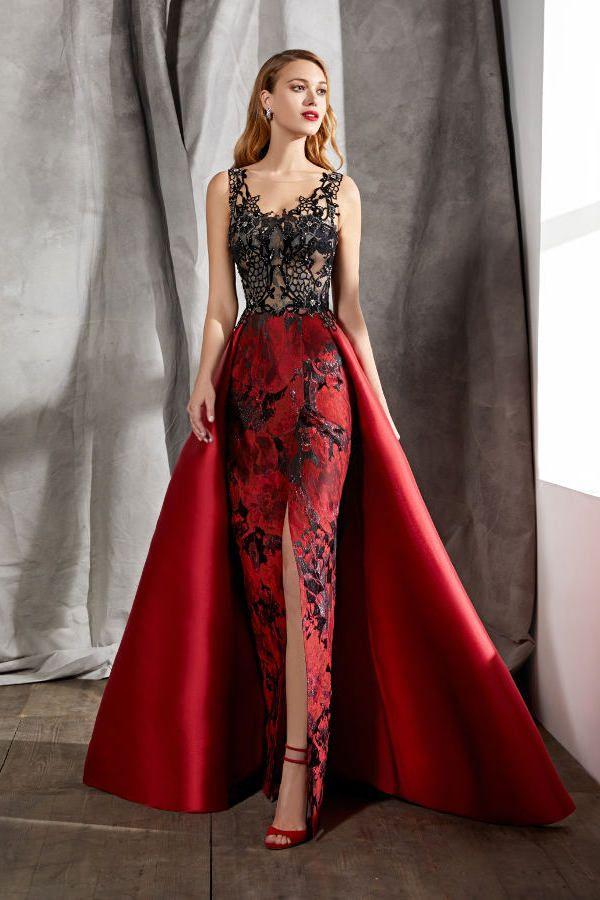 88cc76220 Vestidos de fiesta. Colección Fiesta 2018. Novias Rivoli - Logroño. Vestido  con cuerpo de pedrería y transparencias y espectacular sobrefalda con cola.