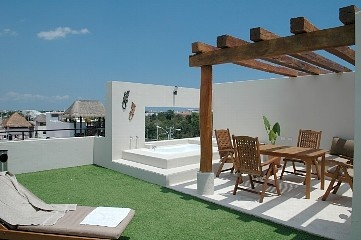 MATCH DEAL -Beautiful Penthouse Rooftop Jacuzzi Lounge Bathe & Dine Under Stars
