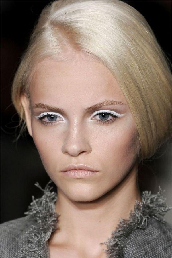 11. White Eyeliner - Top 17 Easy Eyeliner Tricks You Should Know ...