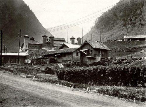 Radiostation Malabar, genoemd naar de Kloof van Malabar, ten zuiden van Bandoeng. Van hieruit werden draadloze radiouitzendingen tussen Nederlands -Indië en Nederland verzorgd. Bandoeng, Nederlands-Indië, 1927.