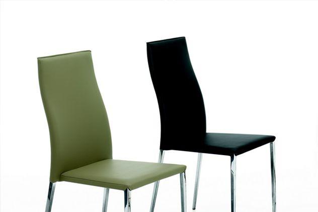 Sedie #Tai. #Sedia con struttura in acciaio rivestita in pelle ecologica o fibra di cuoio