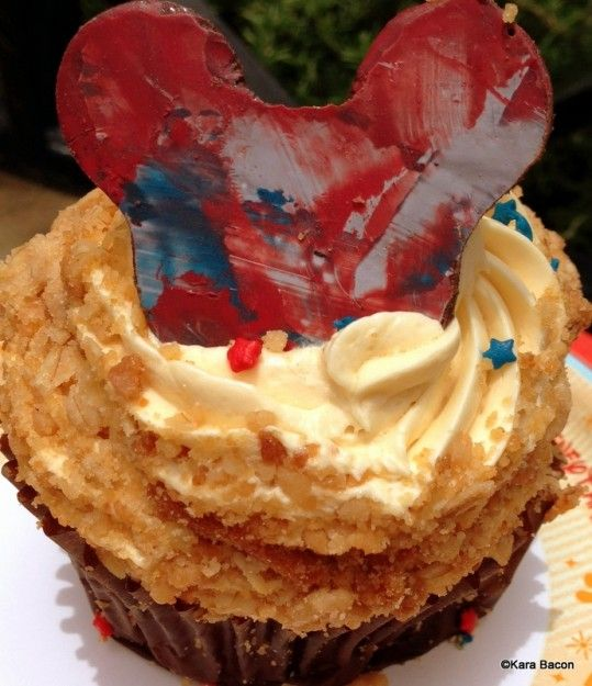 #DisneyWorld 4th of July Cupcake! Apple filling and caramel buttercream frosting!