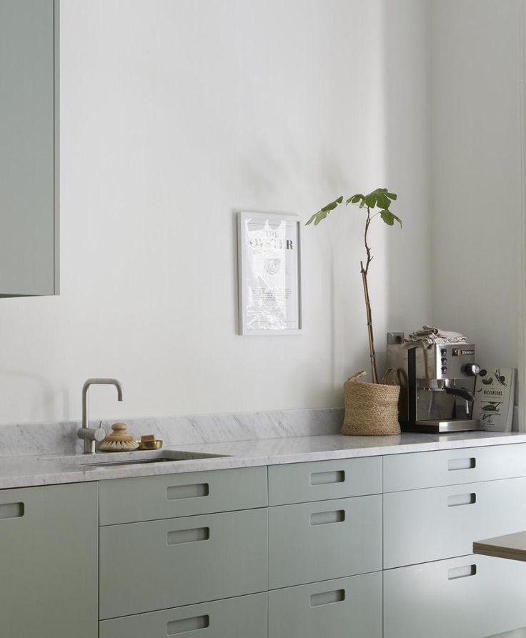 Mint green kitchen - via Coco Lapine Design blog