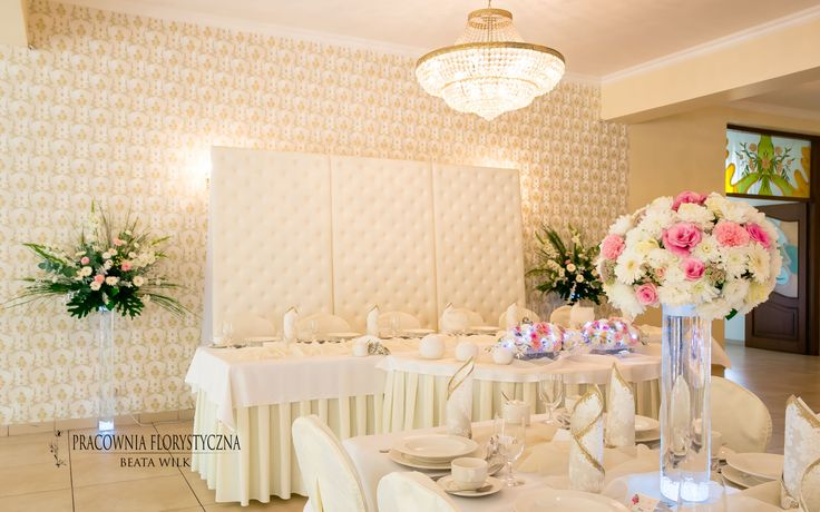 dekoracja sali weselnej szklane tuby podświetlane pikowany parawan