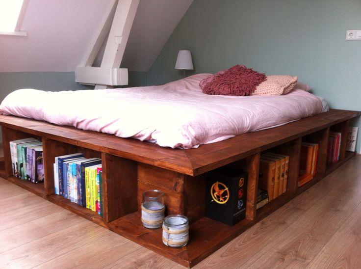 Steigerhouten boekenkast bed!