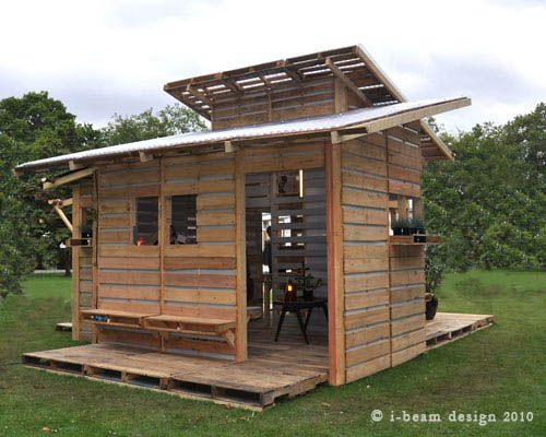 I-Beam Design Pallet House: Built In, Chicken Coops, Playhouses, Pallet House, Pallethouse, Pallets Houses, Pallets Ideas, Plays Houses, Recycled Pallets