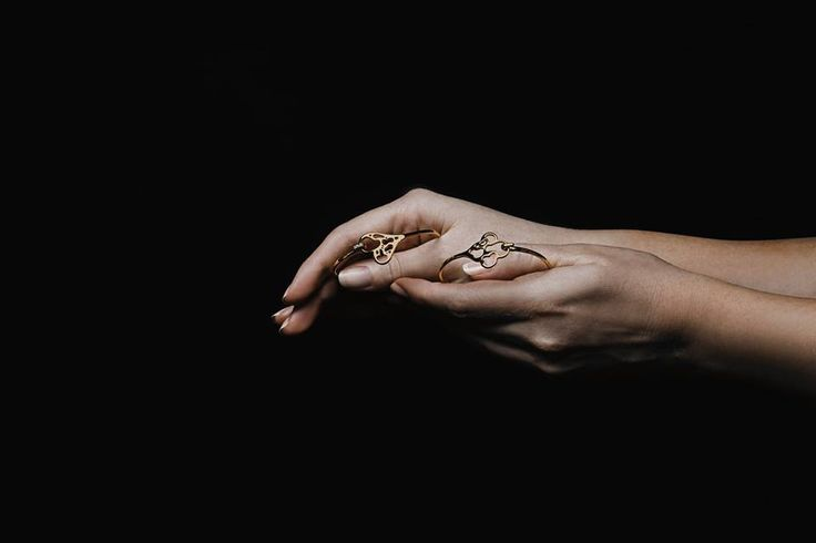 MINI EXHIBITION of our latest SHOOTING at the BOUTIQUE this week. PHOTOGTAPHIE by our lovely friend Amanda Kho. Come and check it out! Thank you Charlotte van den Driest-Dethmers & Kristy Willis for your hands gesture.  #pmq #MARIJOLI #amandakho #handsgesture #BUMA #18K #Mariellebyworth